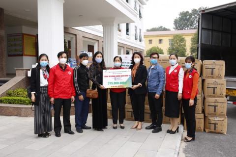 Trao tặng hơn 10.000 bộ quần áo phòng dịch cho các điểm nóng COVID-19 tại Hải Dương và Quảng Ninh