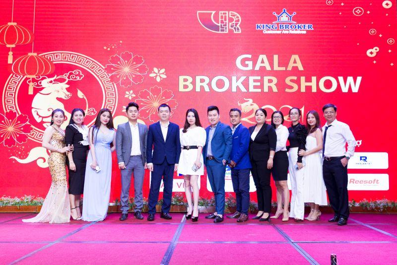 Hội môi giới Bất động sản Việt Nam và King Broker tổ chức tất niên cho 200 nhà môi giới khu vực Đông Nam Bộ.