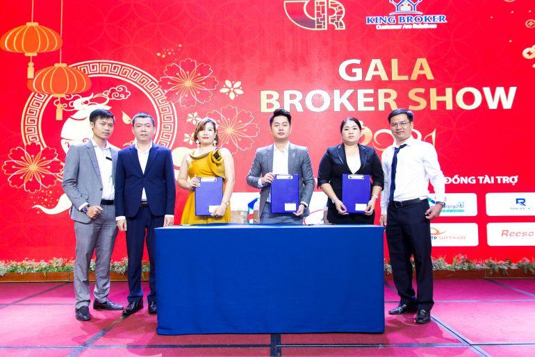 Hội môi giới Bất động sản Việt Nam và King Broker tổ chức tất niên cùng 200 nhà môi giới khu vực Đông Nam Bộ