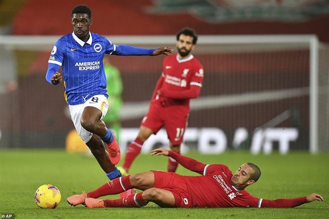 """Liverpool 0-1 Burnley: """"Lữ đoàn đỏ"""" Liverpool bị MU và Man City bỏ xa trong cuộc đua vô địch"""