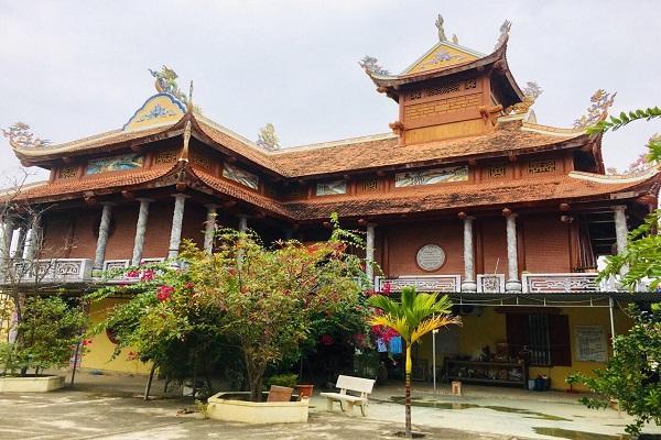 Linh thiêng ngôi chùa nơi cửa bể