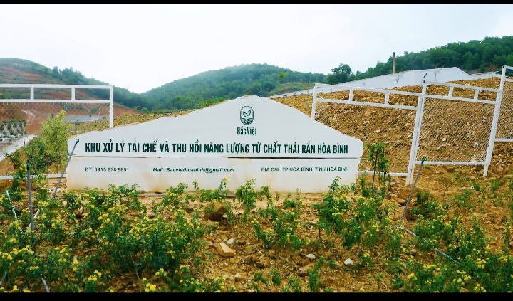 Vào Nhà máy xử lý rác thải Bắc Việt - Công ty CP Năng lượng Môi trường Bắc Việt, ghi nhận đầu tiên của chúng tôi là cảnh quan, môi trường nơi đây khá đẹp.