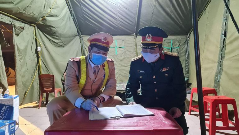 Quảng Ninh: Những cán bộ chiến sĩ sẵn sàng đón Tết tại chốt kiểm dịch Covid-19