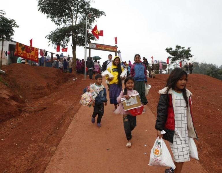 Hành trình yêu thương đến với học sinh dân tộc nội trú Quảng Bình