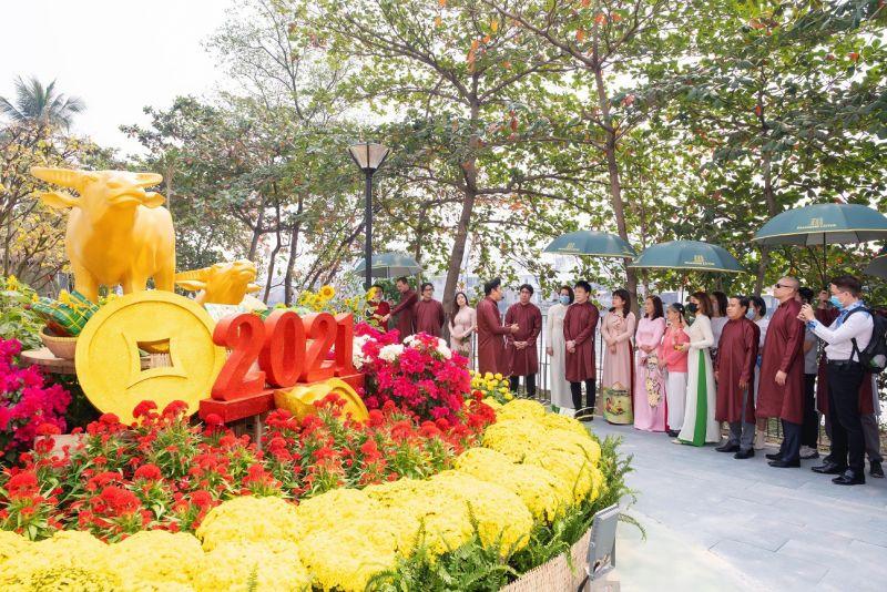 Anh Hồ Nhựt Quang- Cố vấn cao cấp về văn hóa Phúc Khang đang thuyết trình về những điểm đắc về văn hóa chỉ có tại công viên hoa xuân Diamond Lotus Riverside
