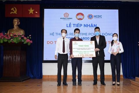 TP.HCM tiếp nhận hệ thống máy xét nghiệm Covid-19 tự động trị giá gần 5,3 tỷ đồng từ Tập đoàn Hưng Thịnh