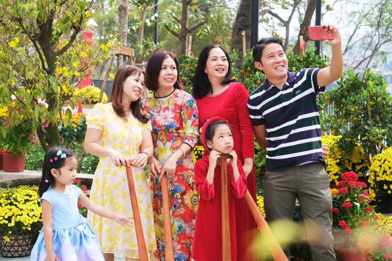 Sắc xuân ấm cúng trong chung cư xanh ven sông tại Sài Gòn