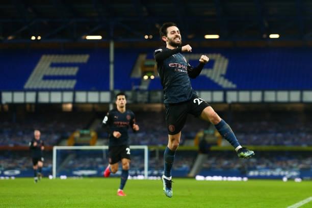 Với chiến thắng 3-1 trước Everton ở trận đá bù vòng 16 Ngoại hạng Anh, Man City đã bỏ xa MU tới 10 điểm trên BXH