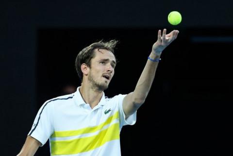 Australia mở rộng 2021: Medvedev hạ Tsitsipas, gặp Djokovic ở chung kết