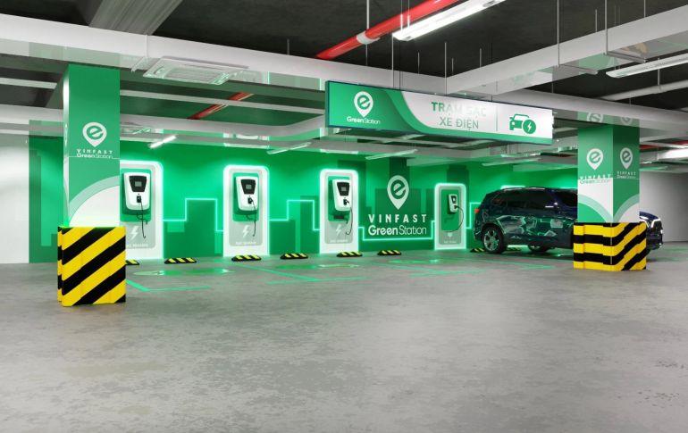 VinFast sẽ triển khai hơn 2.000 trạm sạc với hơn 40.000 cổng sạc cho xe máy điện và ô tô điện tại các bãi đỗ xe trong năm 2021