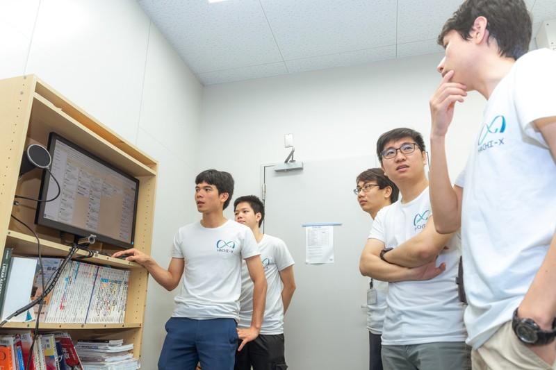Nguyễn Công Thành và các cộng sự người Việt. Ảnh: Nagoya Startup News.