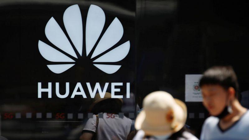 Hiện có vẻ như các hạn chế của Hoa Kỳ ngăn Huawei có được các thành phần điện thoại thông minh quan trọng sẽ không được Tổng thống Joe Biden nới lỏng. © Reuters
