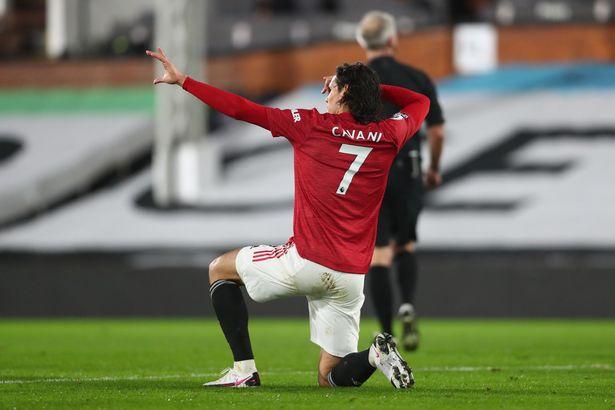 """Quỷ đỏ giữ chân """"thần tiễn"""" người Uruguay."""
