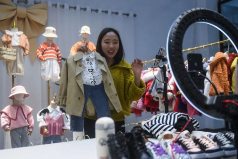 Doanh số bán hàng trên thương mại điện tử ở thị trường Trung Quốc vượt xa so với bán lẻ truyền thống