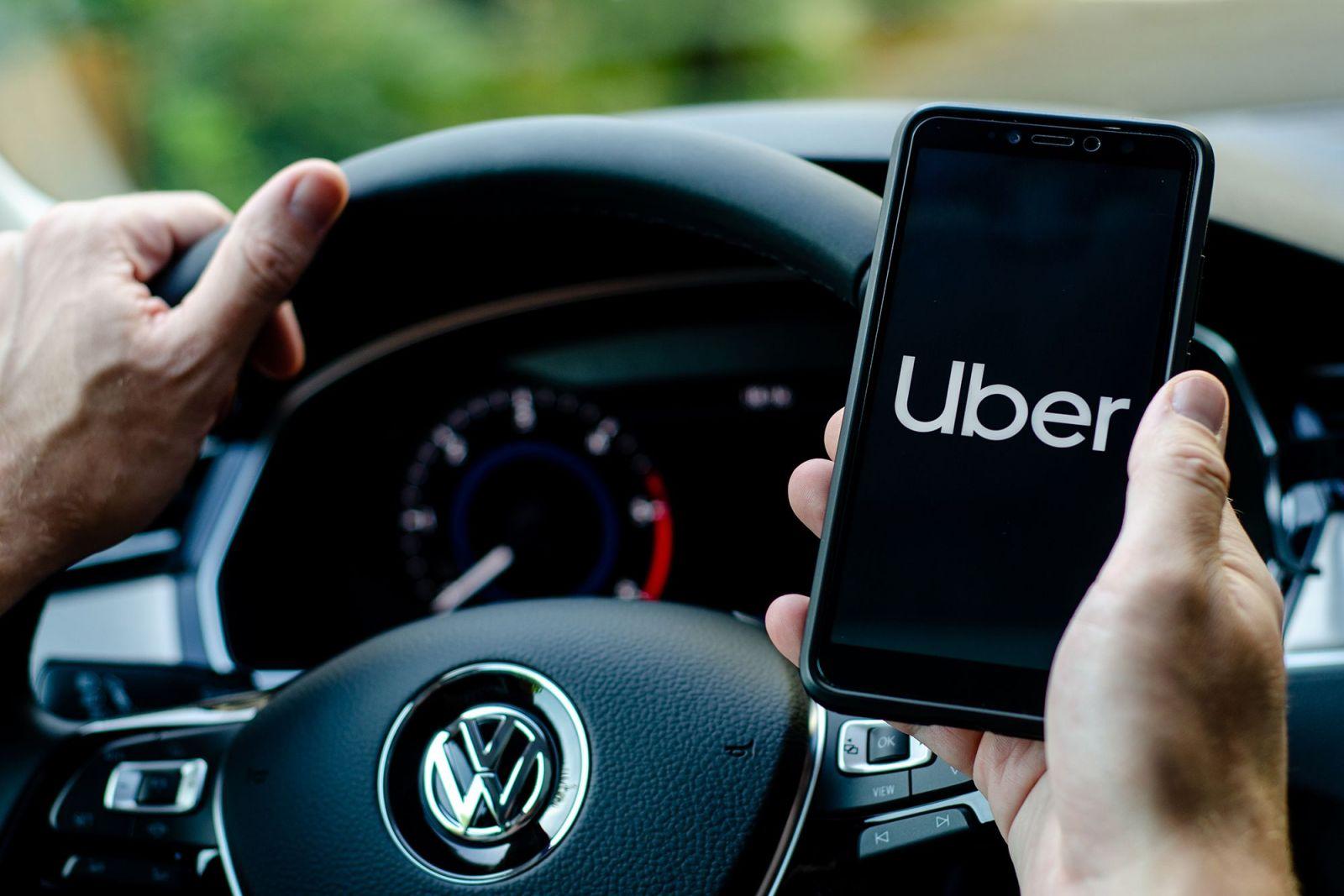 Theo phán quyết của Tòa án Tối cao Anh, một nhóm lái xe của hãng xe công nghệ Uber được hưởng các quyền của người lao động, chứ không phải là cộng tác viên theo hợp đồng.