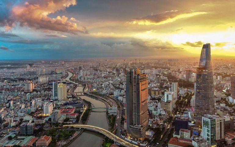 AMRO nhận định tăng trưởng GDP của Việt Nam dự kiến đạt 7% năm 2021