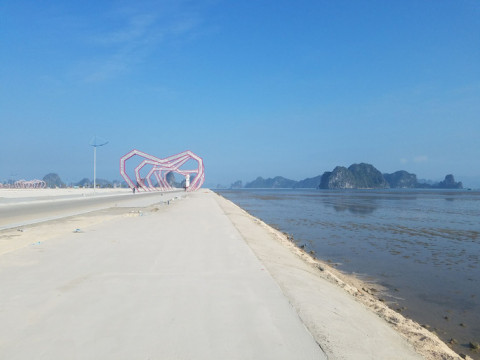 Lợi dụng chính quyền huyện Vân Đồn lo dập dịch, doanh nghiệp san lấp trái phép 16.000 m2 ra biển