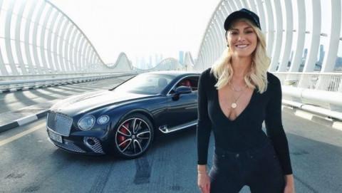 Nữ vlogger Alex Hirschi kiếm triệu USD mỗi năm nhờ review siêu xe