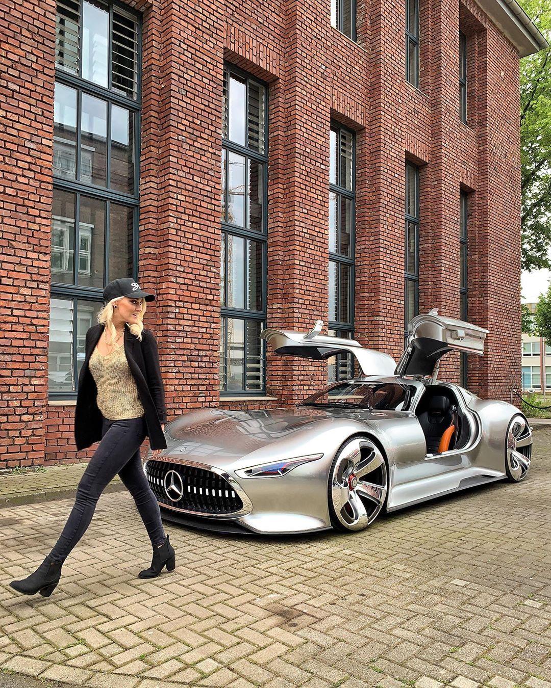 Mercedes Vision Gran Tursim – chiếc xe dành riêng cho Batman trong bộ phim Justice League. Đây là phiên bản duy nhất trên thế giới được Mercedes làm riêng cho bộ phim. Chiếc xe hiện đang được bảo lưu tại Berlin, Đức. Ảnh: @supercarblondie
