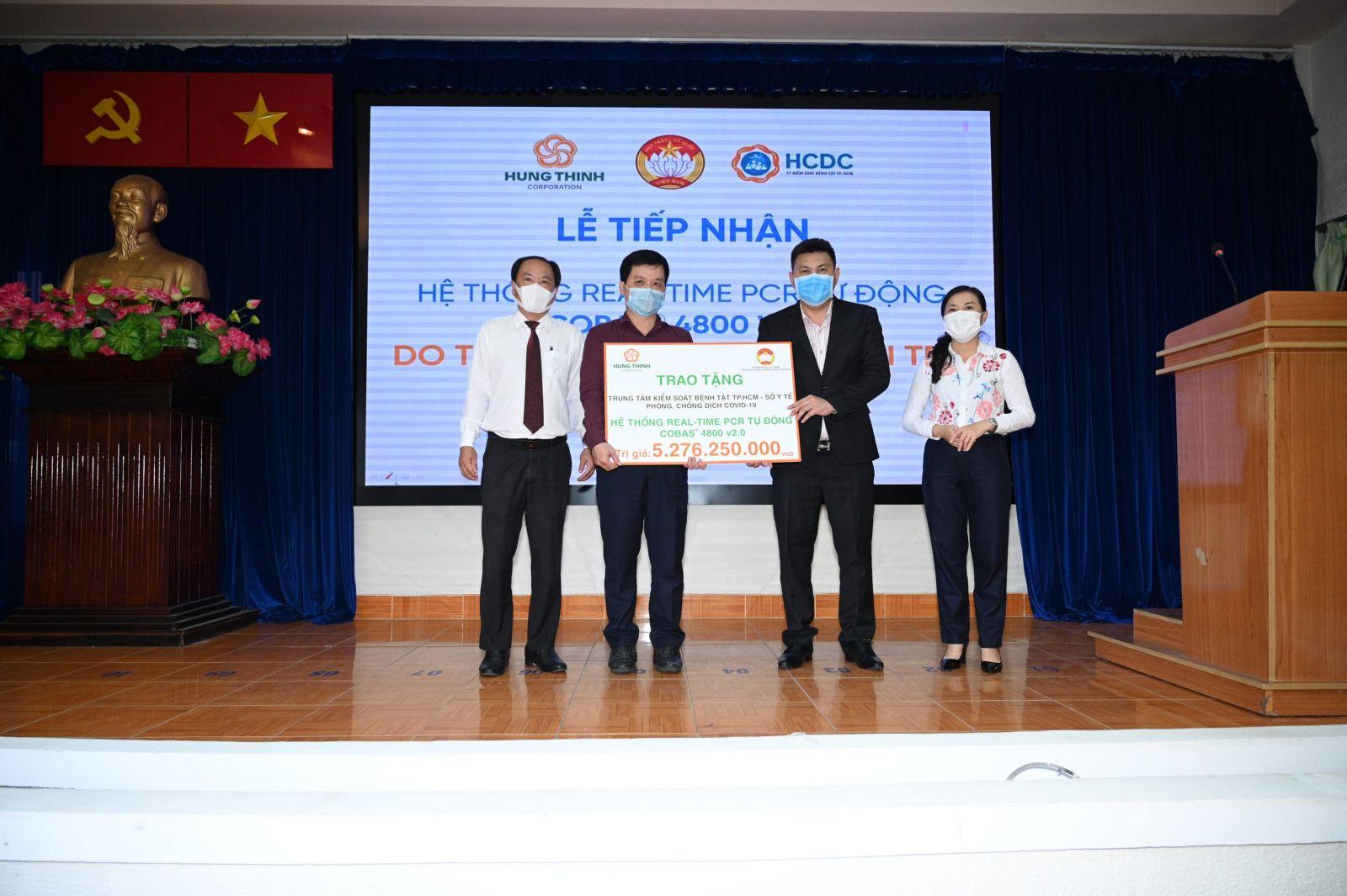 Tập đoàn Hưng Thịnh vừa trao tặng hệ thống máy xét nghiệm Real-time PCR tự động Cobas® 4800 v2.0 trị giá gần 5,3 tỷ đồng cho HCDC