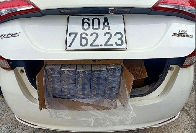Tang vật được cất dấu trong xe du lịch của các đối tượng buôn lậu bắt giữ ngày 29/12/2020.