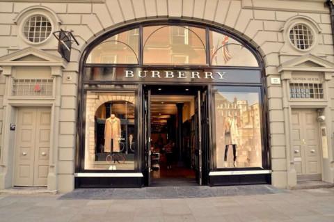 """""""Mất tự do"""" mùa dịch truyền cảm hứng cho nhà thiết kế của Burberry"""