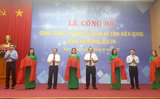 """Lễ công bố """"Cổng thông tin điện tử Đảng bộ tỉnh Kiên Giang"""" (Ảnh: Hồng Lĩnh)"""