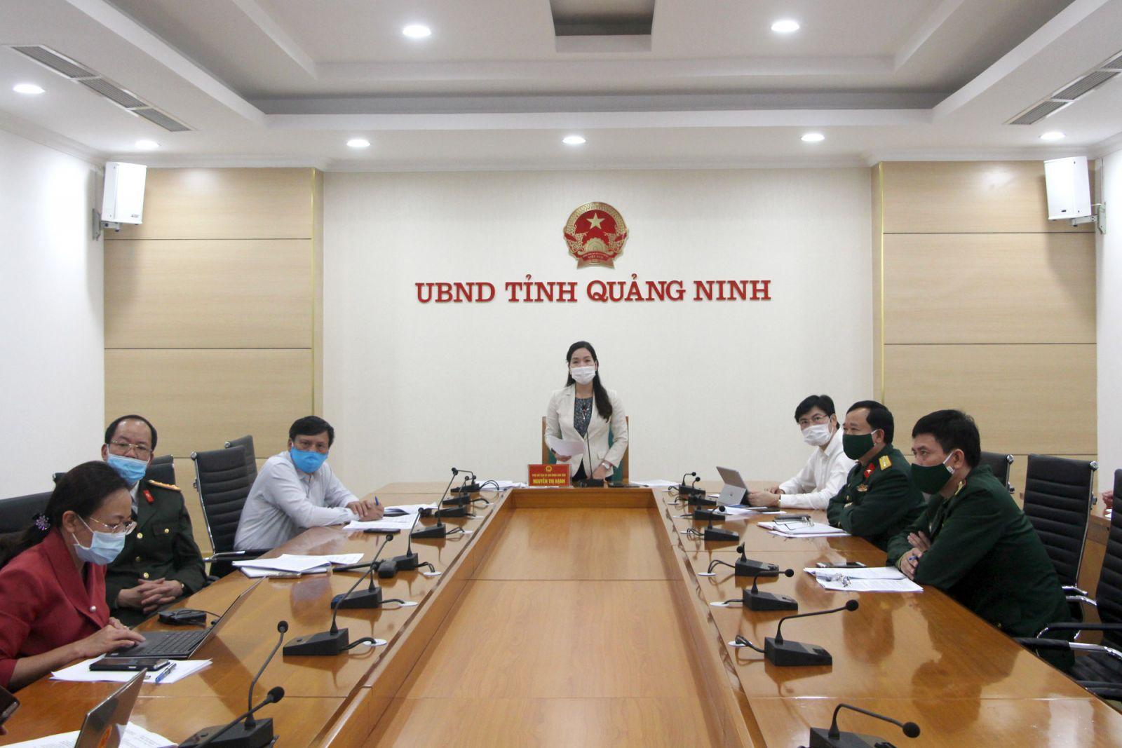 Bà Nguyễn Thị Hạnh, Phó Chủ tịch UBND tỉnh Quảng Ninh báo cáo với Thủ tướng Chính phủ.