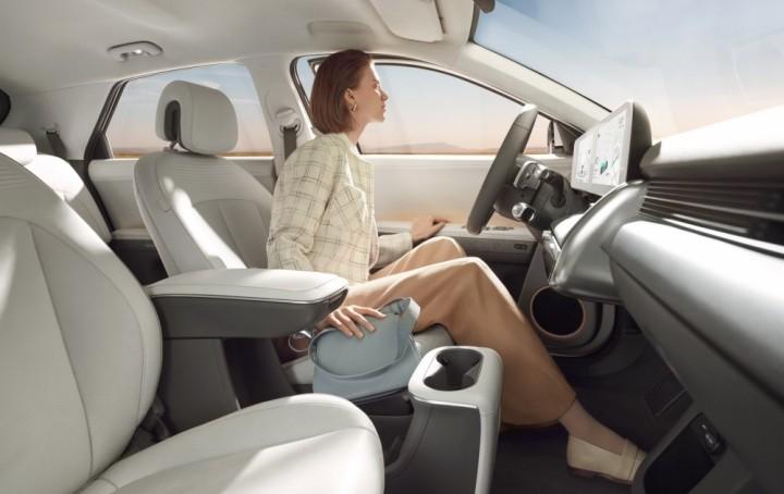 Hyundai tận dụng tối đa nền tảng EV chuyên dụng bằng cách sử dụng sàn hoàn toàn bằng phẳng.