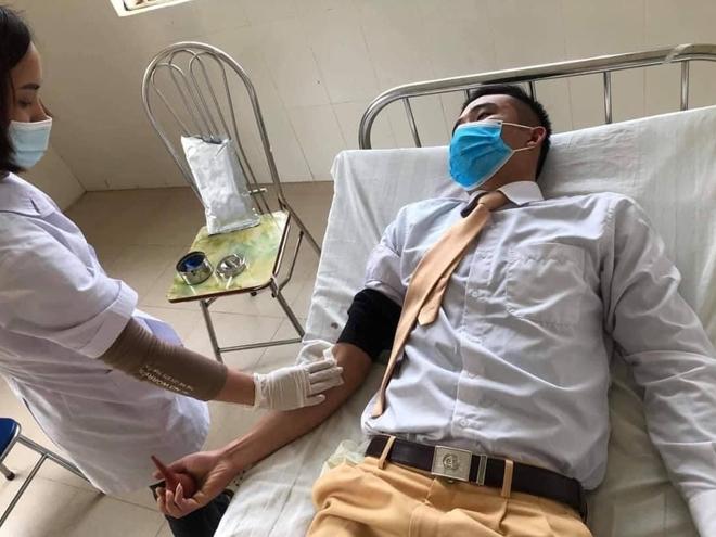 Trung úy CSGT kịp thời hiến máu cứu sống một học sinh