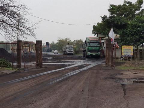 Phú Thọ: Dân bức xúc vì xe chở vật liệu gây ô nhiễm môi trường nghiêm trọng