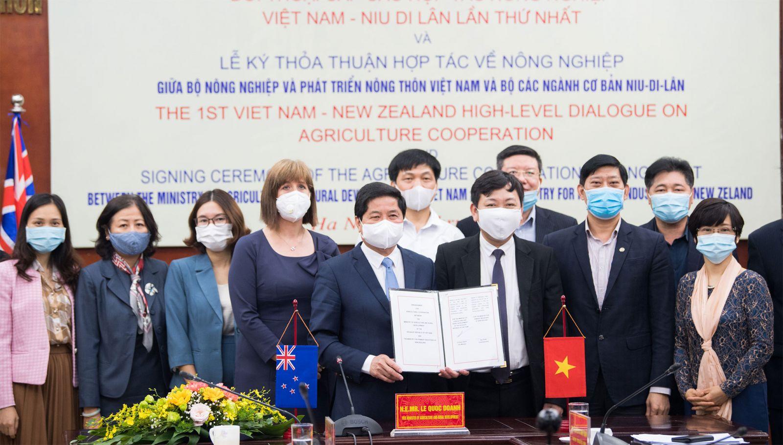 Lễ ký Thỏa thuận hợp tác trong lĩnh vực Nông nghiệp tại Đối thoại Nông nghiệp cấp cao New Zealand- Việt Nam lần thứ nhất. Nguồn: ĐSQ New Zealand tại Việt Nam