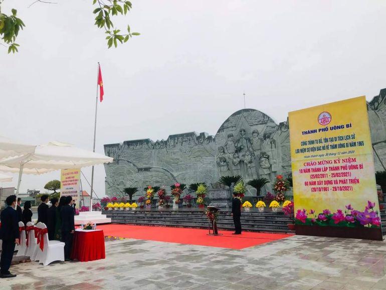 TP. Uông Bí: Gắn biển chào mừng kỷ niệm 10 năm thành lập