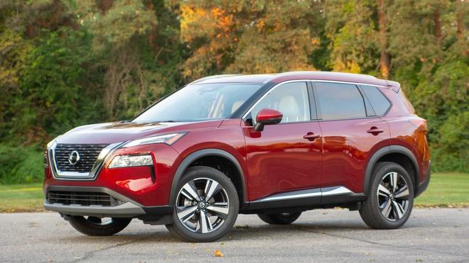 Về giá bán, Nissan X-Trail 2021 có giá 25.650 USD, 27.340 USD, 32.000 USD và 35.430 USD lần lượt cho các phiên bản S, SV, SL và Platinum, tăng nhẹ so với thế hệ trước