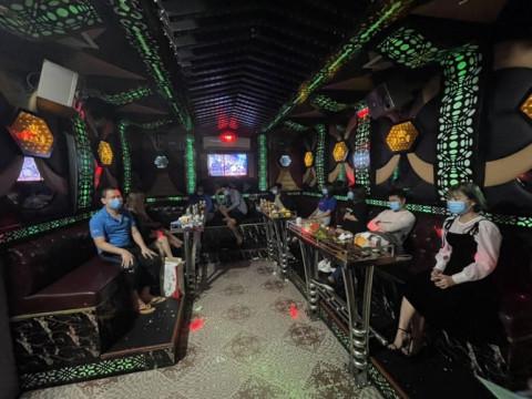Móng Cái: Xử phạt quán Karaoke Xì Teen hoạt động chui trong mùa dịch Covid-19