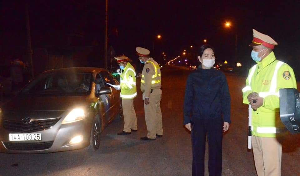 Chốt kiểm soát người và phương tiện trên quốc lộ 18 thuộc TX. Đông Triều giáp với TP. Chí Linh, tỉnh Hải Dương