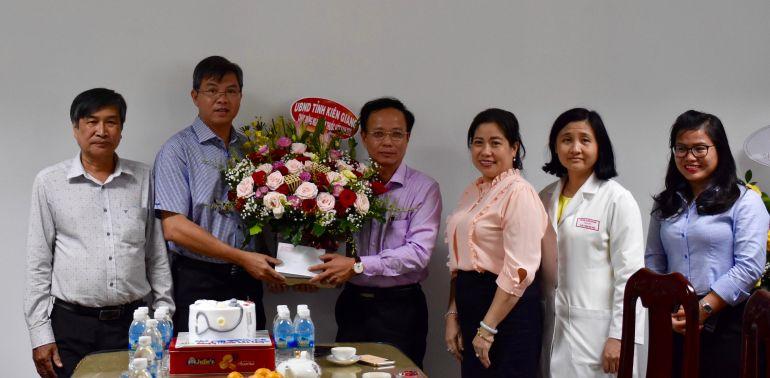 Kiên Giang: Thăm hỏi đội ngũ thầy thuốc, cán bộ y tế tỉnh