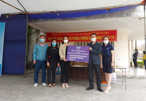 Ford Việt Nam hỗ trợ phương tiện vận chuyển, trang thiết bị y tế chống dịch COVID-19 tại Hải Dương