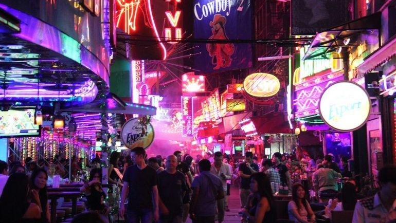 Thay đổi để tồn tại, các quán bar Thái Lan chuyển sang bán...bánh bao