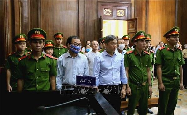 """Nguyên Phó Chủ tịch UBND TP. Hồ Chí Minh Nguyễn Thành Tài và các đồng phạm phạm tội """"Vi phạm quy định về quản lý, sử dụng tài sản Nhà nước gây thất thoát, lãng phí"""" bị tuyên án phạt tù tại phiên xét xử hồi tháng 9/2020"""
