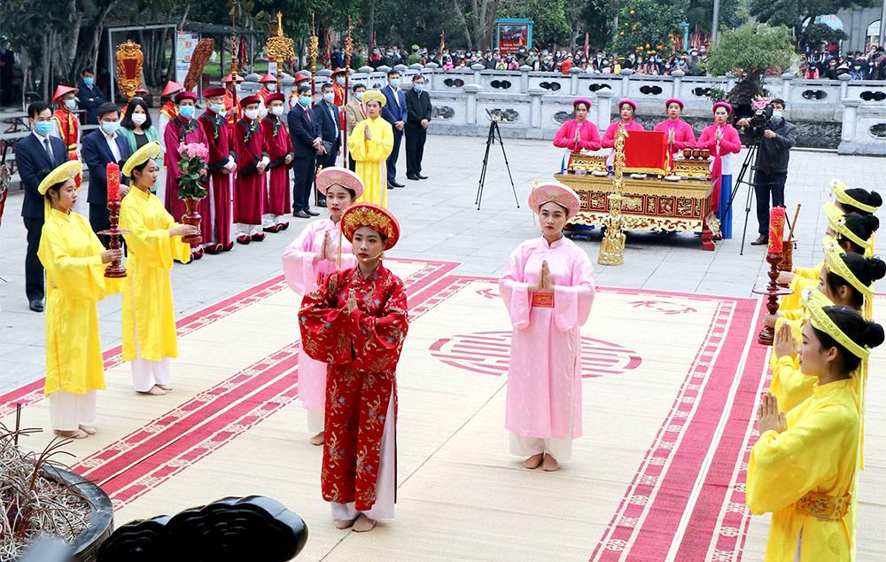 Lễ hội đền mẫu Âu Cơ