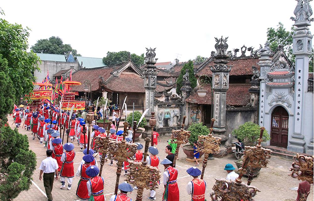 Lễ hội làng cổ Hùng Lô