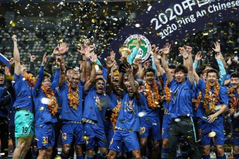 Đội vừa vô địch bóng đá Trung Quốc đã phải dừng hoạt động