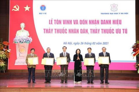 Trường Đại học Y Hà Nội trao tặng danh hiệu Thầy thuốc Nhân dân và danh hiệu Thầy thuốc Ưu tú