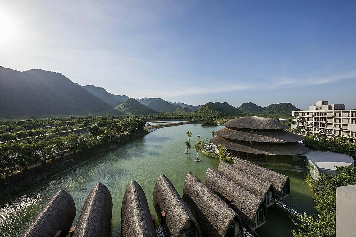 VEDANA Là một phần trong phức hợp nghỉ dưỡng Vedana Resort do công ty TNHH Võ Trọng Nghĩa quy hoạch toàn bộ, Đây là một phần của khu nghỉ dưỡng có 135 biệt thự, 5 căn hộ và 8 bungalow