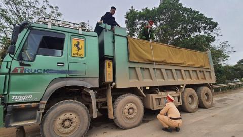 Thanh Hóa: Xe chở quá quy định, chủ xe bị phạt 12,5 triệu đồng