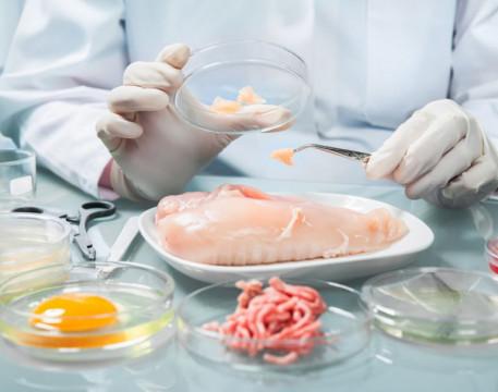 """Công ty đầu tiên trên thế giới bán gà được nuôi từ """"phòng thí nghiệm"""""""