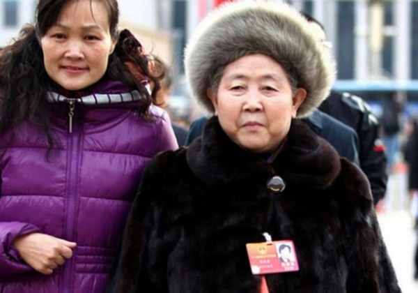 """Tao Huabi trở thành nữ tỷ phú nhờ món """"ớt chưng dầu"""" Lao Gan Ma nổi tiếng nhất Trung Quốc khi startup ở tuổi 49"""