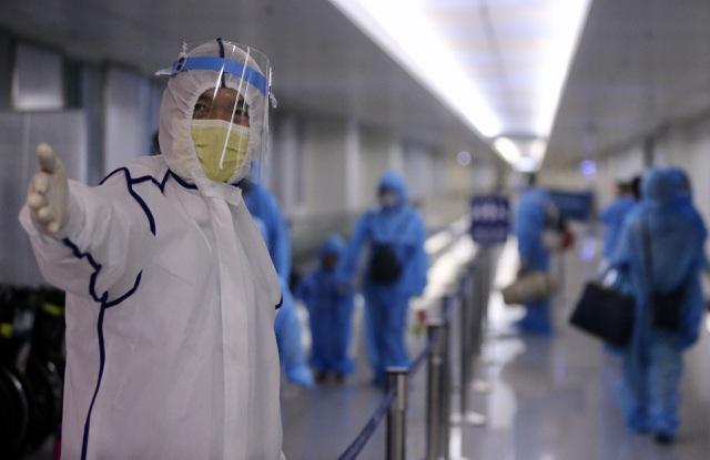 Bức tranh toàn cảnh một tháng Việt Nam đối mặt dịch COVID-19 lớn thứ ba