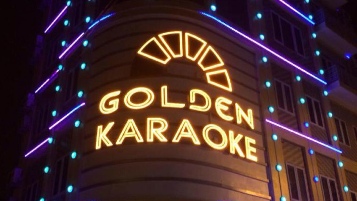 Karaoke Golden Cẩm Phả bị cơ quan chức năng phát hiện hàng trăm thanh niên tụ tập giữa mùa dịch